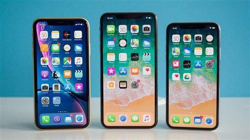 蘋果公司預計在9月推出最新機型「iPhone 11」,讓不少果迷都相當期待,除了發售日期、手機外型之外,iPhone 11將如何命名也是大家關注的焦點。近日就有網站爆料,iPhone 11可能將有別以往,會依造手機等級的不同,定名為「iPhone 11 Pro」、「iPhone 11R」。(圖/翻攝自PhoneArena)