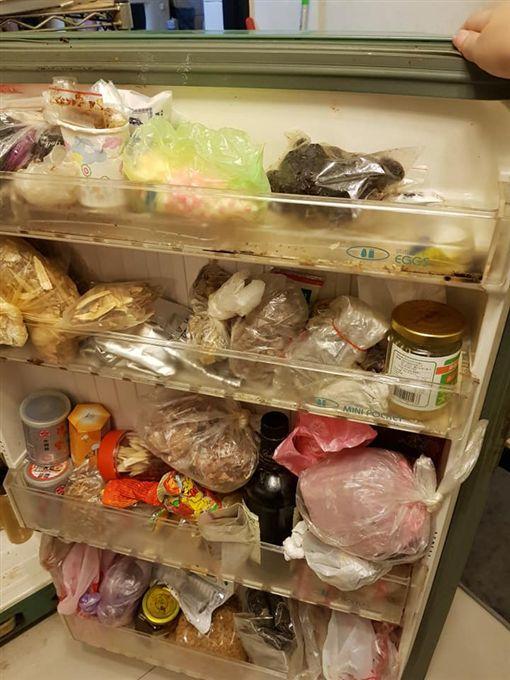 女網友分享阿嬤的冰箱塞好塞滿,裡面很多過期廚餘跟爛肉。(圖/取自爆怨公社)