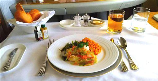 阿聯酋飛歐洲商務艙 飛機餐