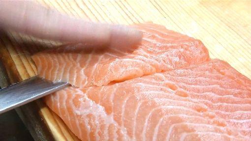 網瘋鮭魚壽司CP值高 月碟盤超過台北101