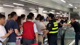 大媽力量震撼上海好市多!開幕第二天…烤雞「限購1隻」(圖/翻攝自微博)