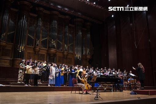 數十年磨一劍  逢友合唱團「青春旋律」登上國家音樂廳