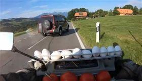 葡萄牙,機車,違規,蛋洗。(圖/翻攝自Moto Clube Os Trinca Cereja)