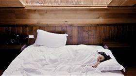 床,睡覺,熟睡,睡眠,枕頭,女人,休息,圖/翻攝自Pixabay