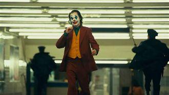 槍案家屬關切小丑 華納否認塑造英雄