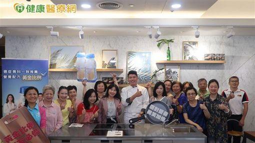 台灣腸癌病友協會與食譜研發劉主廚,共同設計一款專為癌友設計的營養食譜,在料理中加入專業營養補充品,讓料理更為營養加倍,幫助更多癌友挺過抗癌之路。