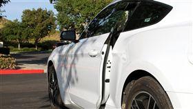 車門,摔車,骨折,車禍(翻攝自,摔車,骨折,車禍(翻攝自Pixabay)