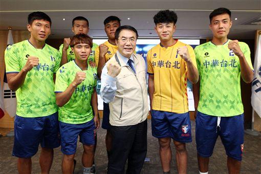 ▲台南市長黃偉哲與代表隊合影。(圖/台南市政府體育處提供)