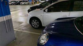 高雄巨蛋白轎車「佔兩位」 小Mini神卡位/爆廢公社