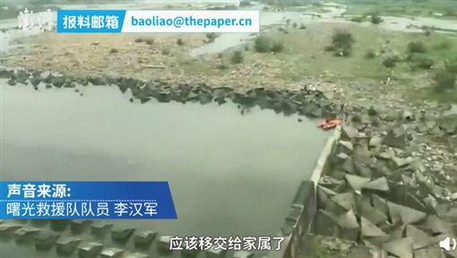 少年失足溺斃…2男竟為「好位子」互毆(圖/翻攝自微博)