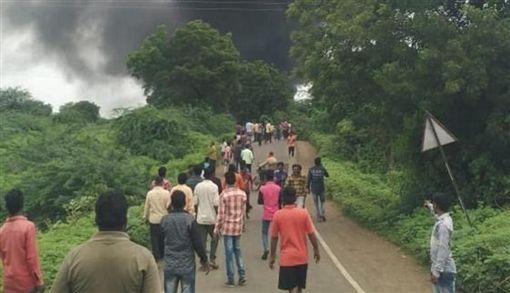 印度化工廠起火爆炸(圖/翻攝自推特)