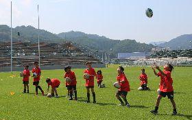 世界盃橄欖球賽新球場  台灣學童奔跑