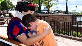 美國,迪士尼,白雪公主,男童(圖/翻攝自Lauren Bergner臉書)