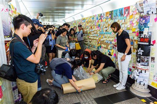 台北,台大,公館,地下道,連儂牆,邊城青年。翻攝畫面
