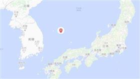 日本主張竹島(紅點處)是固有領土,南韓主張這座島嶼稱為獨島,是南韓領土並實質統治。南韓跨黨派國會議員6人1日登上這座島嶼,日本政府向南韓提出強烈抗議。(圖取自Google地圖)