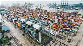 中美貿易戰開打迄今一年餘,中國第3輪關稅報復1日部分上路,對原產於美國的5078個稅目、約750億美元商品,加徵10%、5%不等關稅。(圖/取自Unsplash圖庫)
