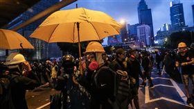 香港831反送中 示威者入夜不散香港31日下午再現大型反送中遊行活動,示威群眾並在政府總部外聚集,警方傍晚開始設法驅趕人群,但直至入夜仍有不少示威者留下與警方對峙,並未輕言撤退。中央社記者吳家昇香港攝 108年8月31日