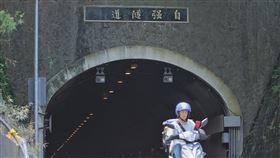 自強隧道9月起實施區間測速取締(1)為降低自強隧道內交通事故,兼顧警方執法安全,台北市政府警察局交通警察大隊將在9月1日起,配合交通部推動「速度管理」與「科技執法」政策,正式於該隧道內實施區間平均速率,取締超速及違規變換車道的車輛。中央社記者徐肇昌攝  108年8月13日