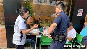 新北市連鎖超商及咖啡店騎樓自今年9月1日起全面禁菸,新制上路首日開罰11例。(圖/新北市衛生局提供)