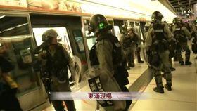 反送中/示威者徒步行走 鎮暴警卻闖列車大肆搜捕 圖/翻攝自立場新聞