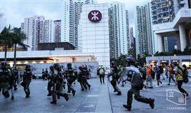 反送中/機場行動未成!示威者破壞港鐵 東涌站關閉警清場(圖/立場新聞)