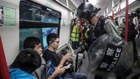 反送中機場壓力測試 示威者徒步6小時回港島 圖中央社