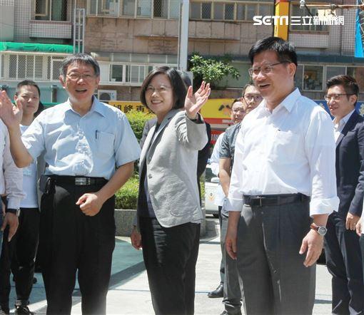 ▲柯文哲、蔡英文共同出席「計程車產業升級服務2.0記者會」。(圖/記者邱榮吉攝影)