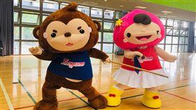 桃園市政府14、15日將在府前廣場打造「桃園運動村」,找來吉祥物ㄚ桃、園哥陪民眾過中秋。