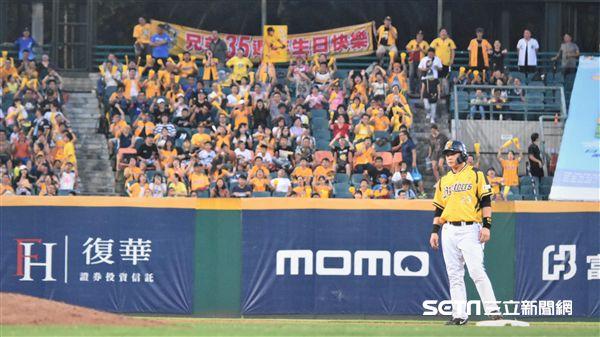 彭政閔在新莊棒球場敲出二壘打。(資料圖/記者王怡翔攝影)