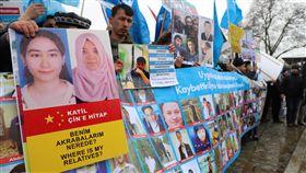 我也是維吾爾人伊斯坦堡抗議集會(2)旅土耳其維吾爾人23日在伊斯坦堡展開「#我也是維吾爾人#我也是東突厥斯坦人」集會,抗議中國在新疆推動集中營、結對認親與漢化等不人道政策。中央社記者何宏儒伊斯坦堡攝 108年2月23日