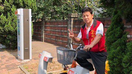 桃園市議員邱佳亮被控以人頭詐領助理薪資,二審再被判刑。(圖/翻攝自邱佳亮臉書粉絲專頁)
