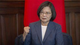 蔡英文總統3日上午接見「敬軍企業代表」。(圖/總統府提供)
