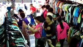婦人市場挑衣服 扒手只花5秒偷走長夾