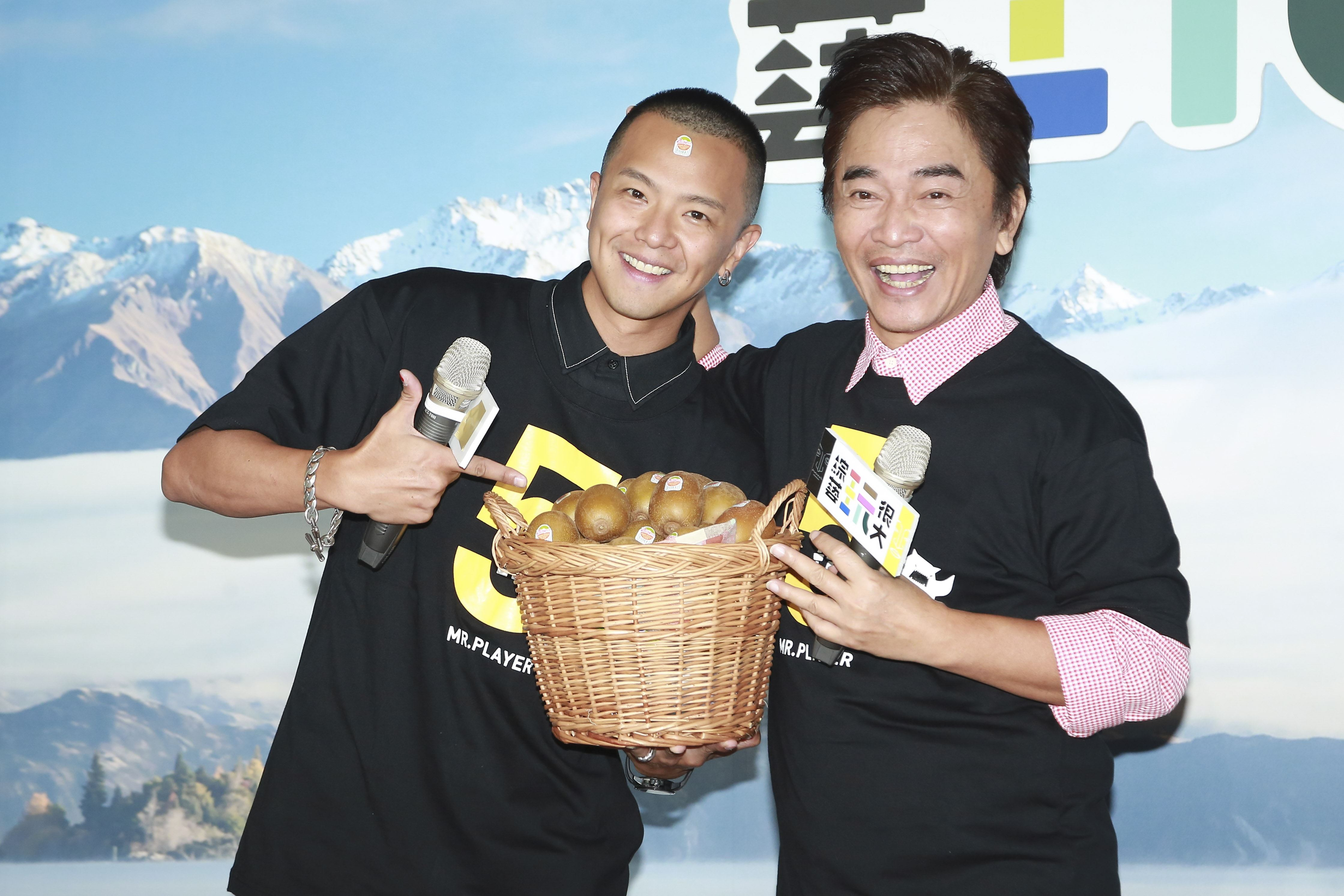 《綜藝玩很大》玩翻5週年主持人吳宗憲、小鬼黃鴻升。(圖/記者林士傑攝影)