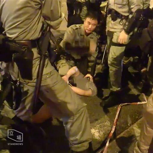 香港,反送中,港人遭港警暴打(圖/翻攝自立場新聞臉書)