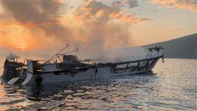 火燒船,水肺,潛水,南加州,美國,遺體,潛客,打撈,沉沒,聖克魯斯島 圖/翻攝自推特 https://parg.co/kSA