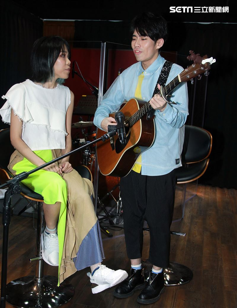 Crispy脆樂團是由男主唱Skippy加上女主唱丁不拉丁所組成的另類男女雙主唱民謠組合。