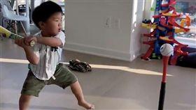 2歲棒球鐵粉呆萌背誦洋基球員 小奶音融化大聯盟:最可愛(圖/翻攝自Bo Han推特)