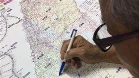 宿舍,阿公,地圖,背影,開學(翻攝自Dcard)