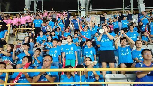 ▲TFA台北外師足球體育學院用行動支持中華男足。(圖/記者林辰彥攝影)