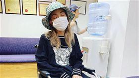 容祖兒,膝蓋發炎,積水(圖/翻攝自臉書)