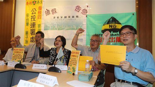 環保團體推廢核公投案台灣環保聯盟等團體6日在立法院舉行記者會表示,正積極推動「廢核.再生」公投案的簽署,呼籲民眾支持簽署公投案。中央社記者張皓安攝 108年9月6日