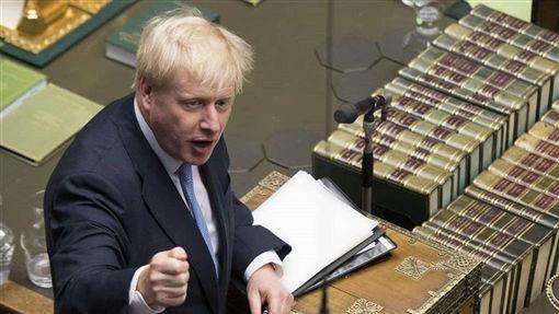 英國國會上議院6日批准一項法案,將迫使首相強生(圖)延後脫歐。(圖取自facebook.com/ukparliament)