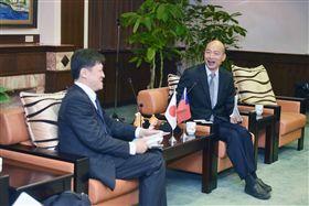 東京大學兩岸關係研究小組成員,6日前往高雄市府拜會韓國瑜,高雄市府提供
