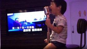 3歲弟萌唱浪子回頭(圖/翻攝自爆廢公社臉書)