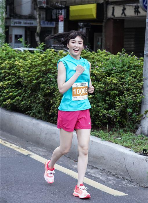 ▲甜美女神舒子晨跑在清晨的台北,盡情探索台北。(圖/Seiko Super Runner提供)