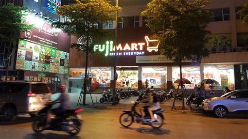 外資看好越南 街頭可見日系超市不少日本企業也到越南投資,在街頭可以看到日系超市。中央社記者吳柏緯河內攝  108年9月8日