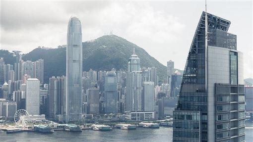 香港反送中風波自6月爆發以來,嚴重影響經濟,其中旅遊和零售業最慘淡。(圖取自PAKUTASO圖庫)