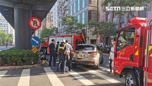 台北,休旅車,車禍,迴轉(圖/翻攝畫面)