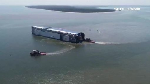 韓現代汽車貨輪翻覆 4人受困起火機房